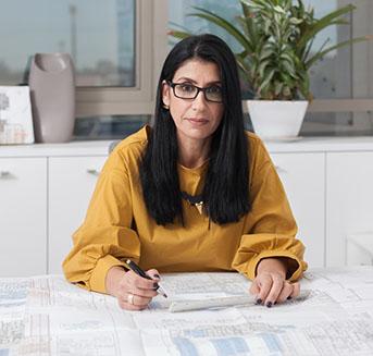 תמונה של טלי מנהלת תכנון באפגד במשרדה